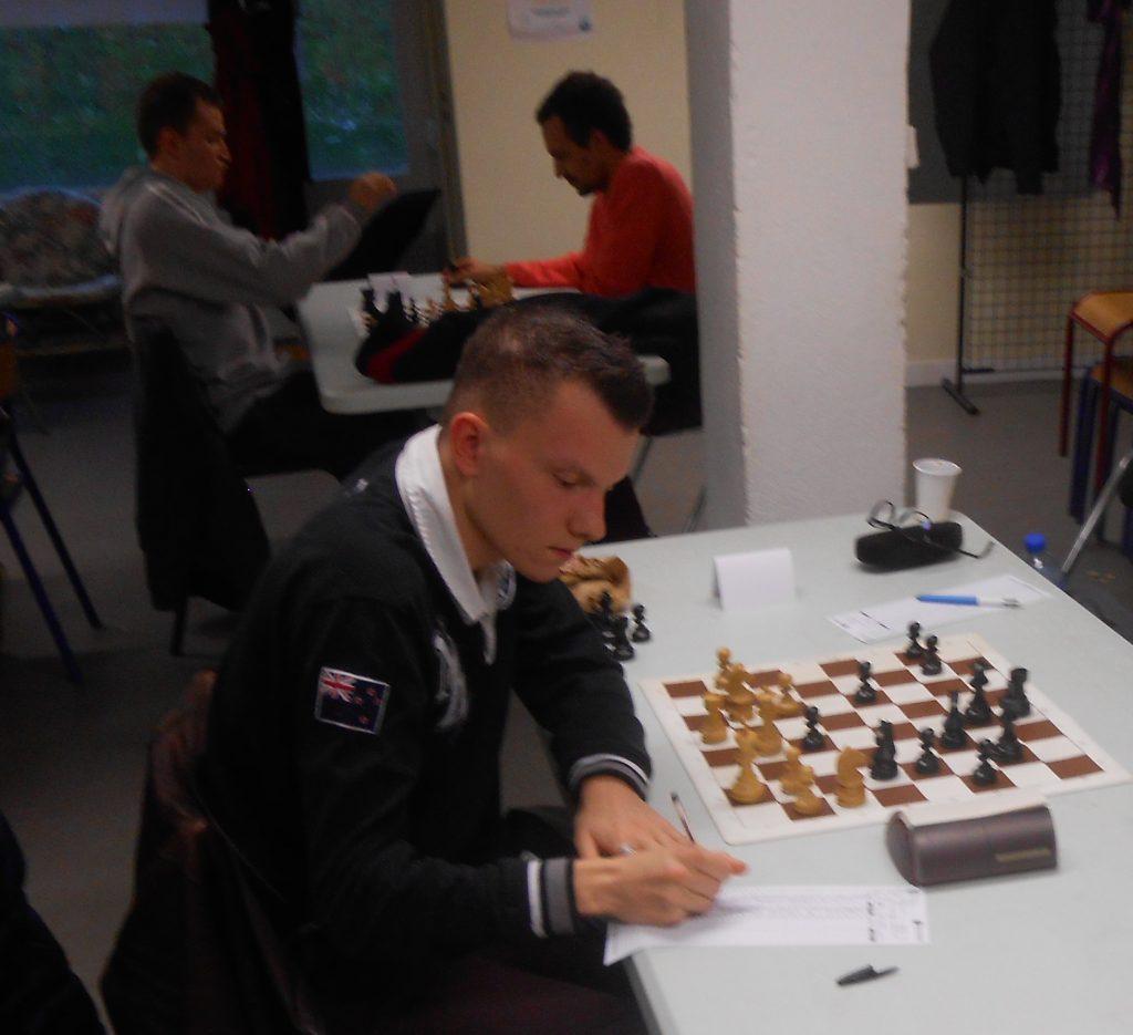 Thomas ne peut rien contre le pion noir en e3, une pointe dans la position blanche.